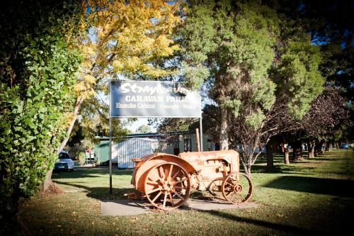Hotel Pictures: Strayleaves Caravan Park, Shepparton