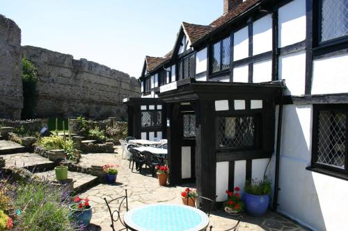 Hotel Pictures: The Priory Court Hotel, Pevensey
