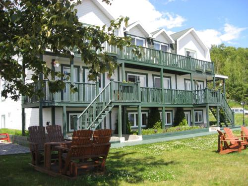 Baie sainte catherine hotels hotel booking in baie sainte for Auberge maison hovington
