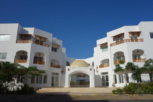 Hotel Pictures: Blue Vision Diving Hotel, Marsa Alam City