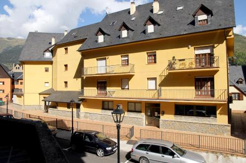 Hotel Pictures: Somni Aranès, Vielha