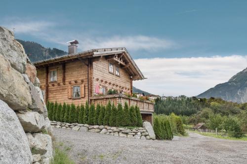 Hotel Pictures: Ötztal Chalet - Exklusives Luxus Ferienhaus, Sautens