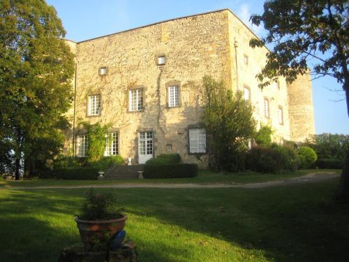 Hotel Pictures: , Saint-Bonnet-lès-Allier