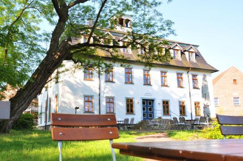 Hotel Pictures: Biohotel Stiftsgut Wilhelmsglücksbrunn, Creuzburg
