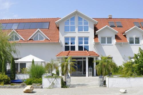 Hotellikuvia: Hotel Garni Sonnenhof, Lutzmannsburg