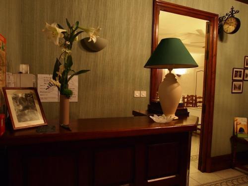 Hotel Pictures: Hotel Auberge du Cheval Blanc, La Forêt-sur-Sèvre