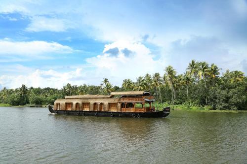 Rudra Houseboats