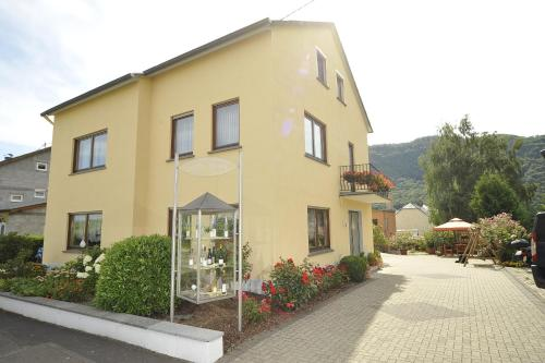 Hotel Pictures: Homestay Öko-Weingut Roman Herzog, Minheim