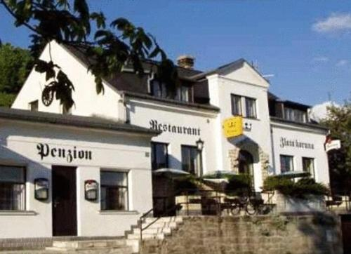 Hotel Pictures: Restaurant-Penzion Zlatá Koruna, Tisá
