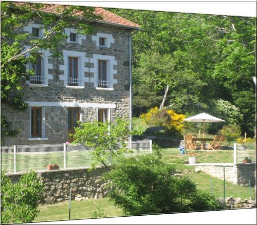 Hotel Pictures: Eco-gîte rural le charbonnier, Medeyrolles