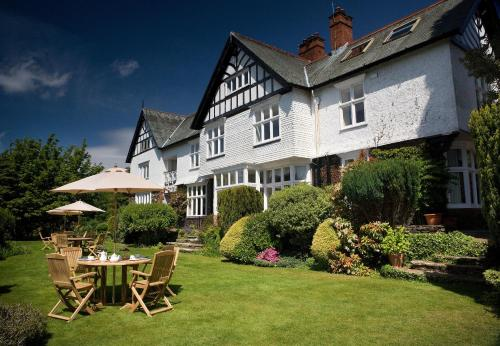 Hotel Pictures: Lindeth Howe Country House Hotel and Leisure, Bowness-on-Windermere