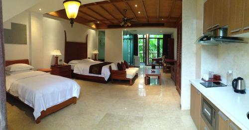 BaoTin Qi Xian Yao Chi Hot Spring Resort