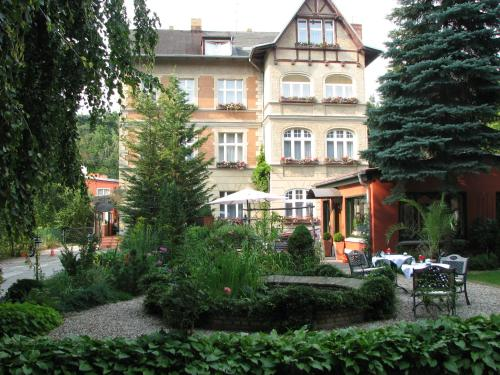 Hotel Pictures: Anno 1900 Hotel Babelsberg, Potsdam