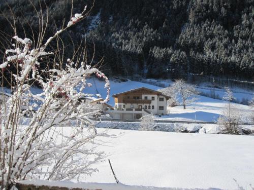 Hotel Pictures: Alpenapart Walch, Jerzens