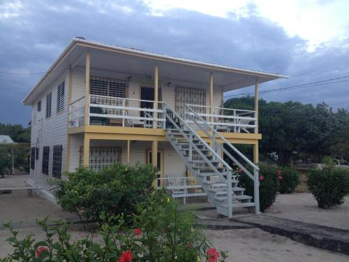 Hotel Pictures: Lydia's Guesthouse, Placencia Village