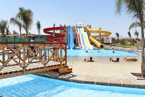 Hotel Pictures: The Three Corners Sea Beach Resort, Coraya Bay