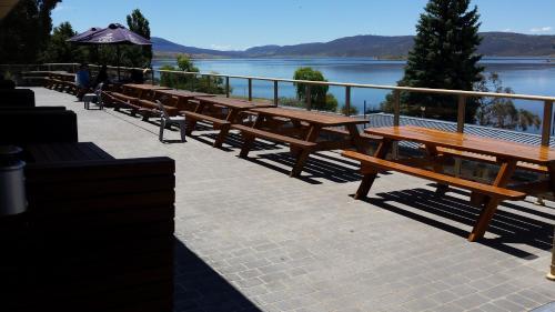 Фотографии отеля: Lake Jindabyne Hotel, Джиндабайн