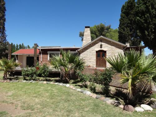 Hotel Pictures: Treehouse Hostel, Salto de las Rosas