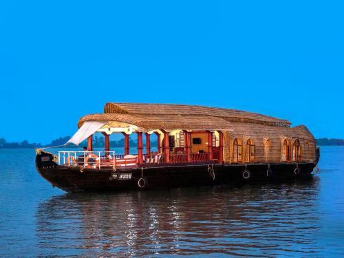 Aqua Jumbo Houseboats