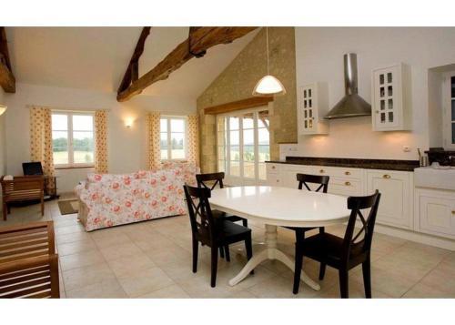 Hotel Pictures: Villa in Gers I, Maignaut
