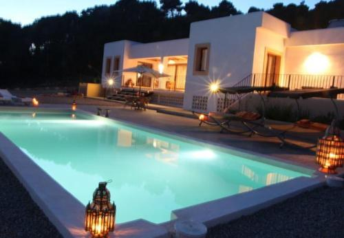 Hotel Pictures: Villa in Santa Eulalia Del Rio IV, Sant Llorenç de Balafia