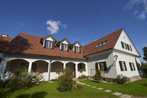 Foto Hotel: , Burgau