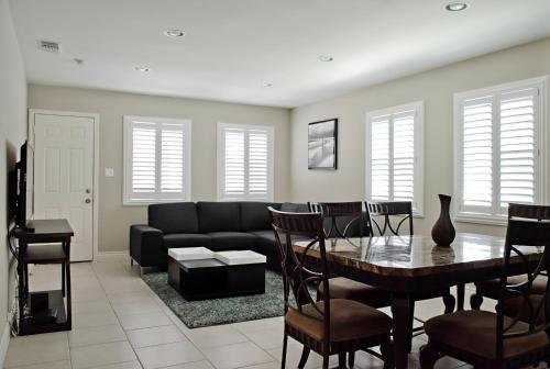 Anaheim Beacon House: 4 Bedroom, 2 Bath, 2 Car garage