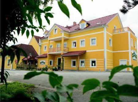 Фотографии отеля: Dorfwirt, Sankt Marein bei Graz
