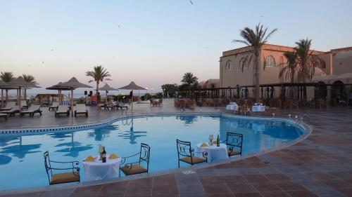 Hotel Pictures: Shams Alam Beach Resort, Abū Ghuşūn