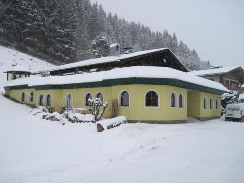 Hotel Pictures: Alpenchalet Bergnest, Radstadt