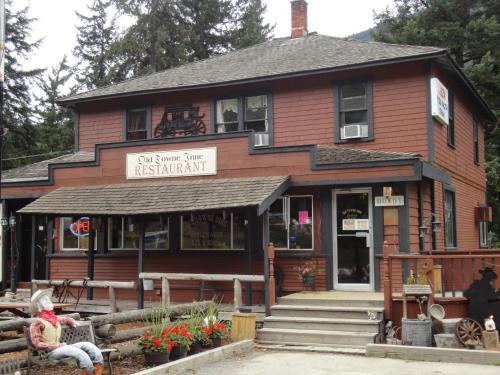 Hotel Pictures: Old Towne Inne Chuckwagon Bar & Grill, Boston Bar