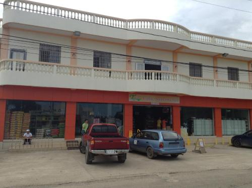 Hotel Pictures: Blue Sky Hotel, Placencia Village