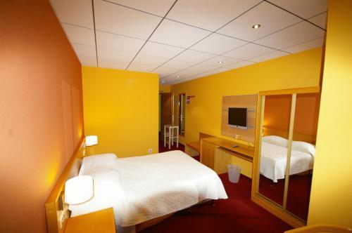 Hotel Pictures: Hotel Le Clos Du Hahnenberg, Urmatt