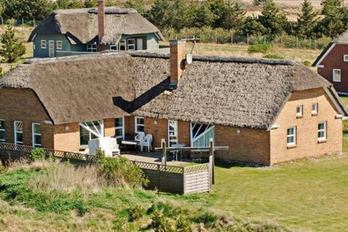 Hotel Pictures: Five-Bedroom Holiday home in Blåvand 9, Blåvand