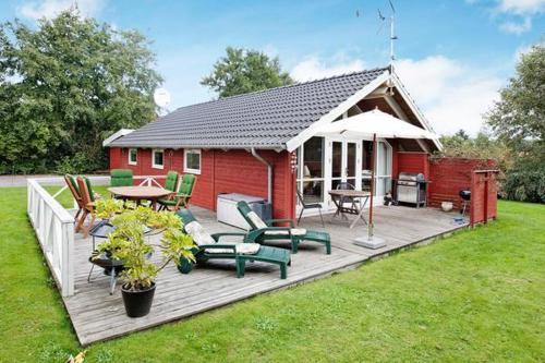 Hotel Pictures: Two-Bedroom Holiday home in Glesborg 15, Fjellerup