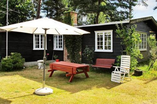 Hotel Pictures: Two-Bedroom Holiday home in Væggerløse 37, Bøtø By
