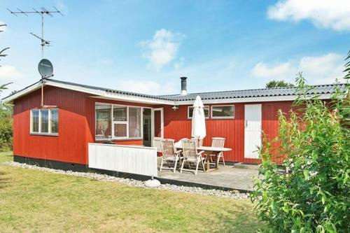 Hotel Pictures: Three-Bedroom Holiday home in Glesborg 52, Fjellerup Strand