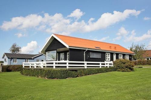 Hotel Pictures: Three-Bedroom Holiday home in Roslev 16, Flovtrup