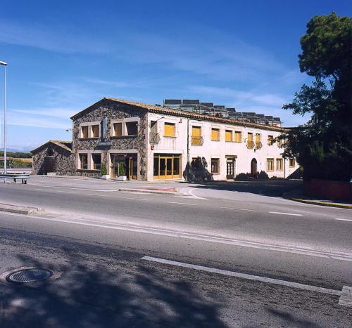 Hotel Pictures: Hostal Mallorquines, Riudarenes