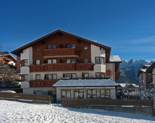 Foto Hotel: Hotel Garni Hubertus, Serfaus