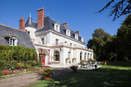 Hotel Pictures: Chateau de Bondesir - Chambres d'hôtes, Montlouis-sur-Loire