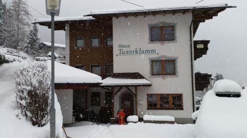 Фотографии отеля: Haus Tuxerklamm, Финкенберг