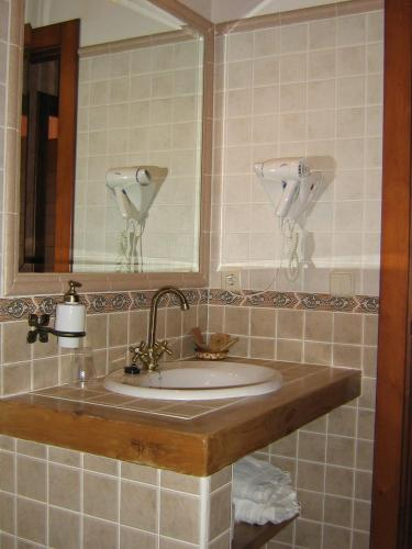 Hotel Pictures: Centro de Turismo Rural El Museo, Cedillo de la Torre