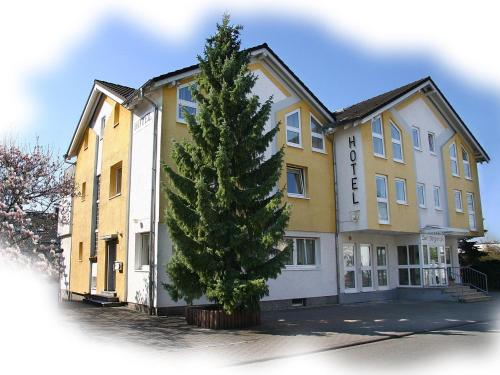 Hotel Pictures: Hotel Garni Zur Bergstrasse, Zwingenberg