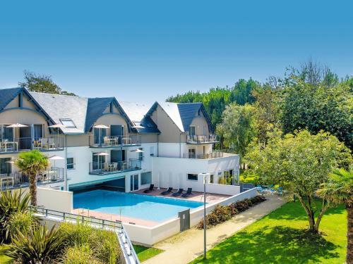 Hotel Pictures: Résidence Vacances Bleues Les Jardins d'Arvor, Bénodet