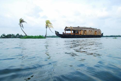 Pournami Houseboats