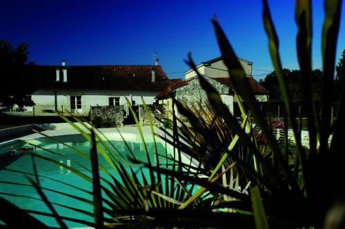 Hotel Pictures: , Asnières-la-Giraud