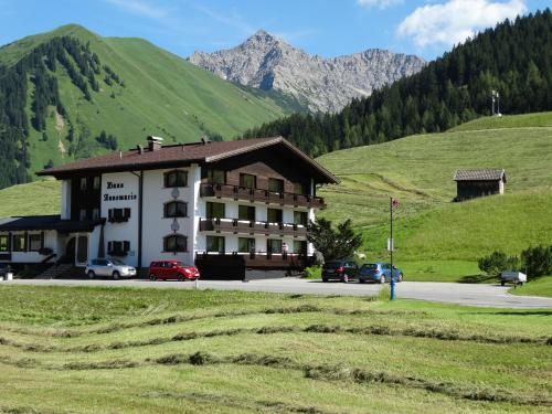 Fotos do Hotel: Haus Annemarie, Berwang