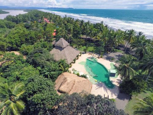 Hotel Pictures: Clandestino Beach Resort, Parrita