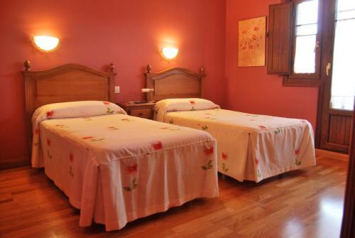 Hotel Pictures: , Los Corrales de Buelna